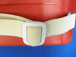 安全ピン使用の場合は、針が上に出るように安全ピンを通してご使用ください。