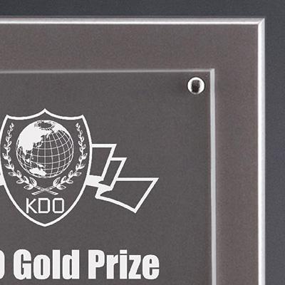 四隅は強力なマグネットで貼り付け(着脱可能)